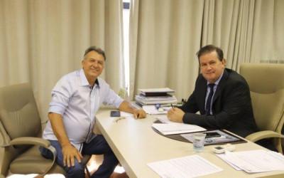 Deputado Eduardo Rocha recebe presidente da Câmara de Aparecida do Taboado
