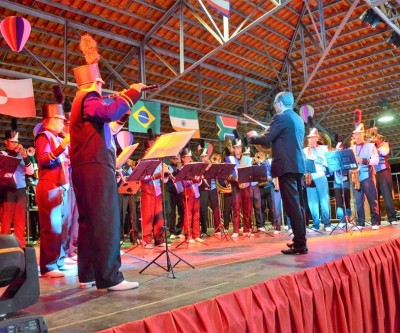 """Projeto """"Volta ao Mundo Num Balão"""" do CEI """"Clarinda Dias"""" é finalizado com apresentações no Arena Mix"""