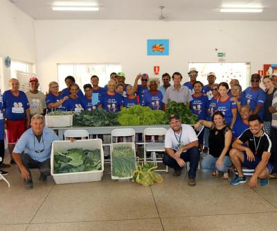 "Agronegócio entrega verduras para Idosos do Centro de Convivência ""Tia Nega"""
