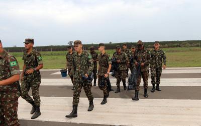 Prefeitura realiza ação de limpeza e vistoria no Aeroporto Municipal em parceria com o Exército