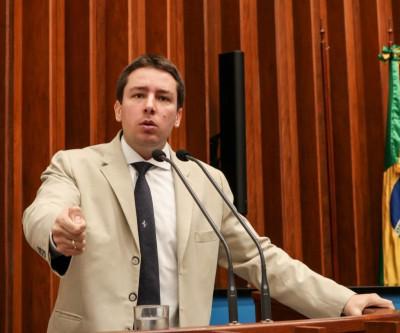 Deputado João Henrique defende a população e vota contra aumento de impostos