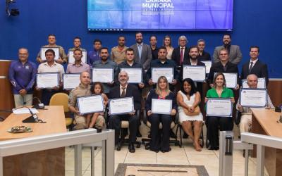 Empresário e dentista recebem Título de Cidadão Três-lagoense