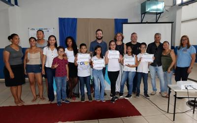 """LIBRAS - Alunos de Escola Municipal participam do projeto """"Mãos que falam"""""""