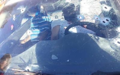 Sexta sangrenta na Fronteira: dois homens são fuzilados com carro em movimento