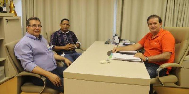Deputado Eduardo Rocha recebe vereadores de Cassilândia, em seu gabinete