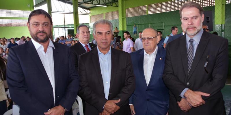 Na entrega de reforma de escola, Longen destaca trabalho do Senai na qualificação de detentos