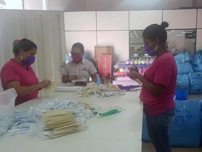 Indústrias do vestuário da Capital produzem máscaras de proteção para doar e comercializar