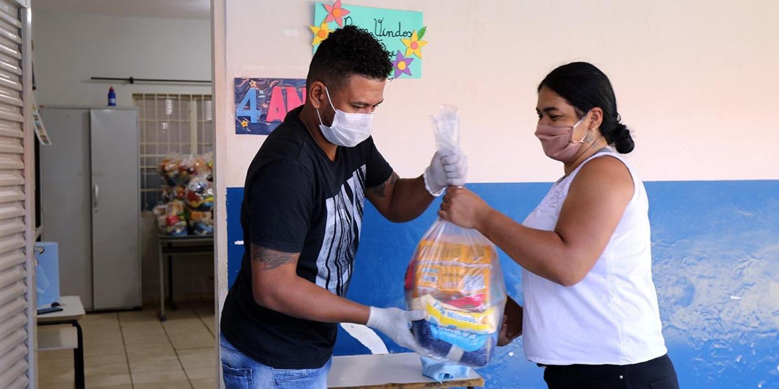 Prefeitura de Três Lagoas inicia nesta segunda-feira (18) entrega dos kits alimentação escolar aos alunos cadastrados no Bolsa Família