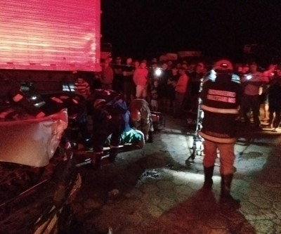 Motorista fica preso nas ferragens em grave acidente perto da ponte do Sucuriú