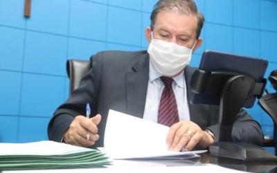 Presidindo a sessão, Eduardo Rocha emite pareceres e vota favorável para calamidade de cinco municípios