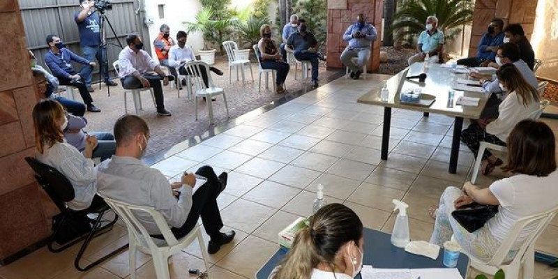 Decreto altera horário de funcionamento para bares, restaurantes e conveniências, outras atividades permanecem até às 21h