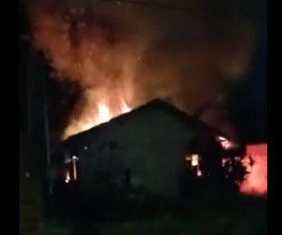 Motoentregador salva mulher de residência em chamas na Capital