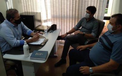 Deputado Eduardo Rocha recebe a visita do prefeito de Costa Rica, delegado Cleverson