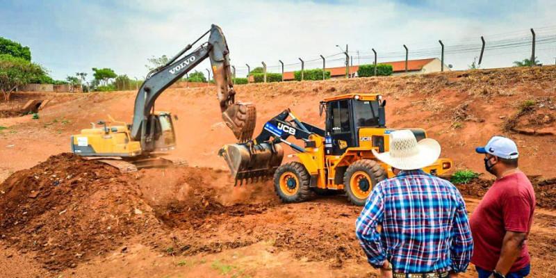 Bacia de contenção do Paranapungá passa por obras de limpeza e reestruturação