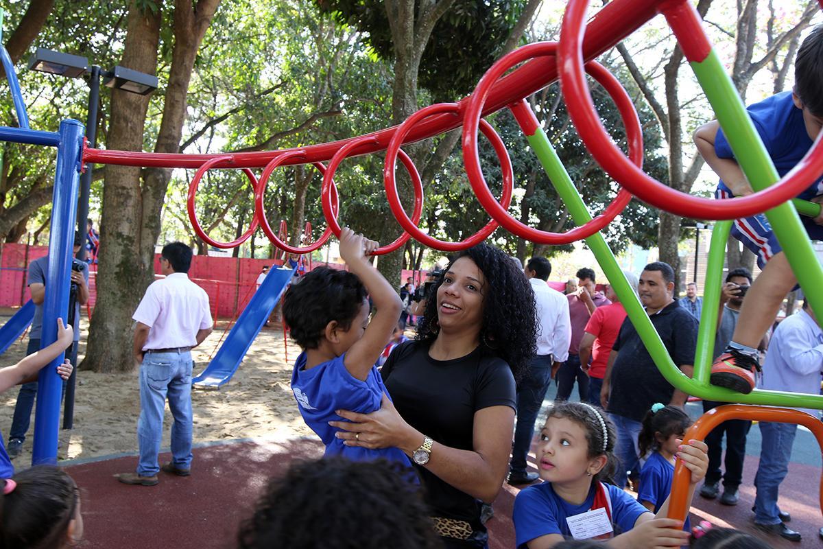Prefeitura realiza sonho das crianças três-lagoenses e inaugura o novo Parquinho da Lagoa Maior