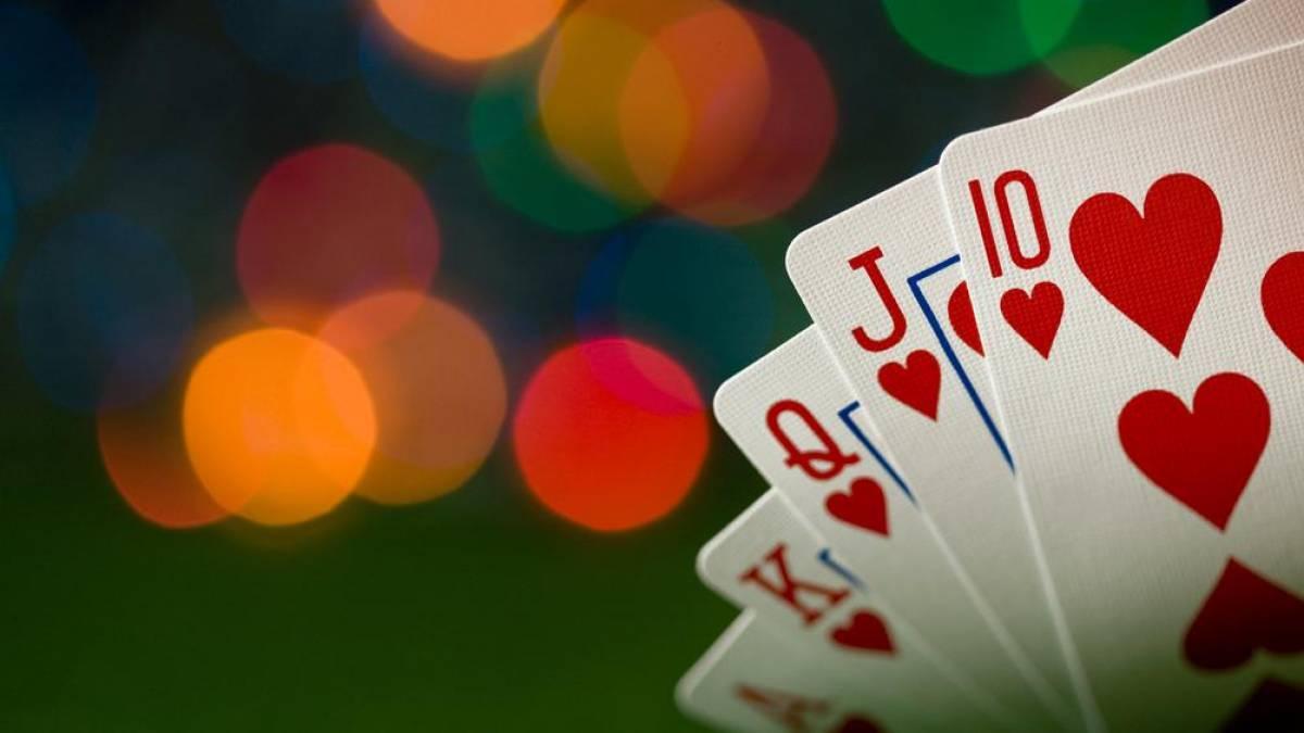 Inteligência artificial vence vários profissionais humanos em pôquer