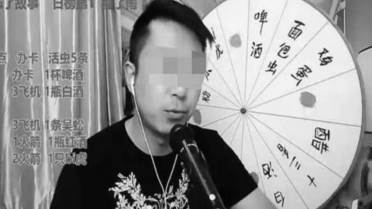 Vlogger morre após comer animais venenosos em transmissão ao vivo