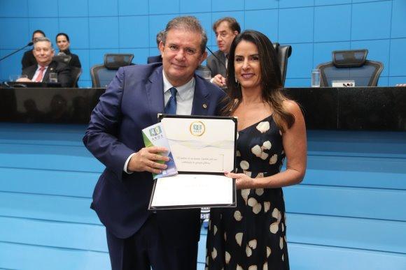 Vice-presidente da ALMS, deputado Eduardo Rocha é homenageado e preside Sessão Solene