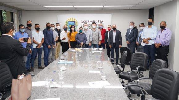 Eduardo Rocha  procura alternativas para evitar fechamento de Frigorífico em Coxim