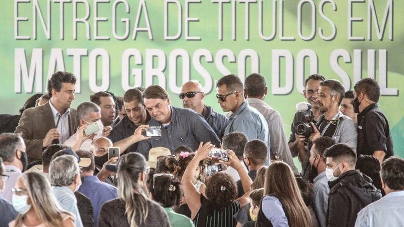 Bolsonaro alfineta Reinaldo sobre ICMS que deixa gasolina mais cara em Mato Grosso do Sul
