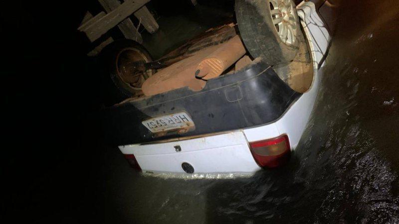 'Morto' jogado em rio reaparece e polícia descobre mentira sobre assassinato em MS